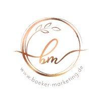Logo Beate Boeker Marketing ist mit elegantem Schwung. Initialen BM in gold. Darunter die Internetseite www.boeker-marketing.de